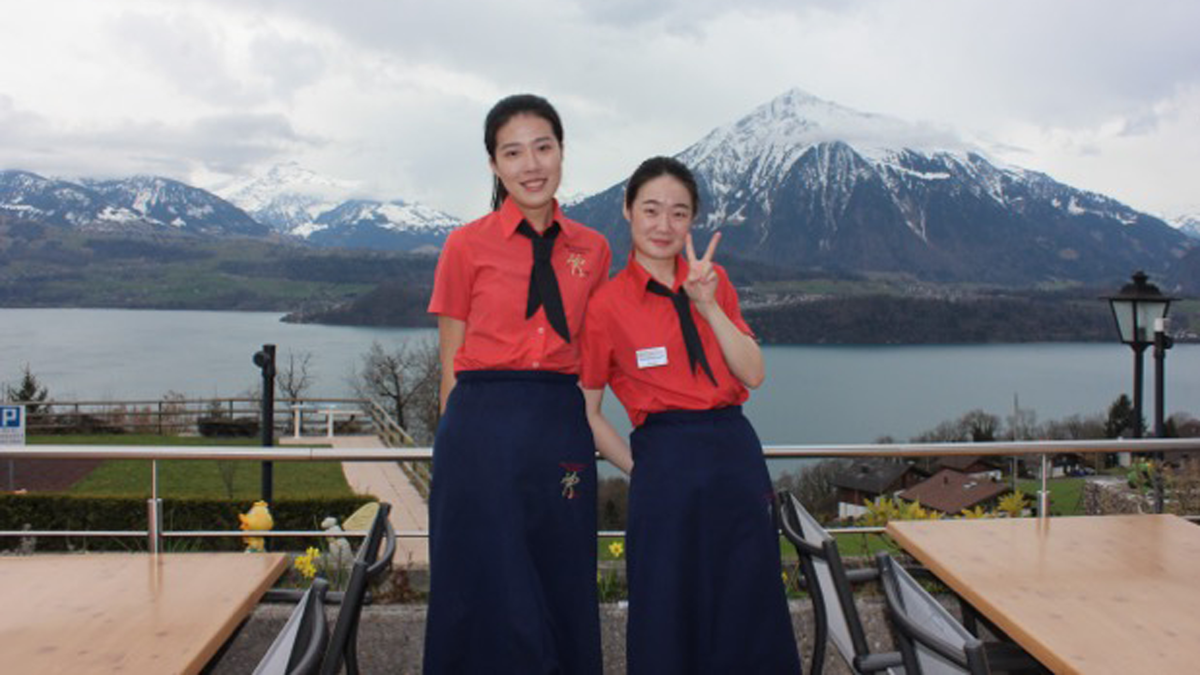 waitresses in the mountains